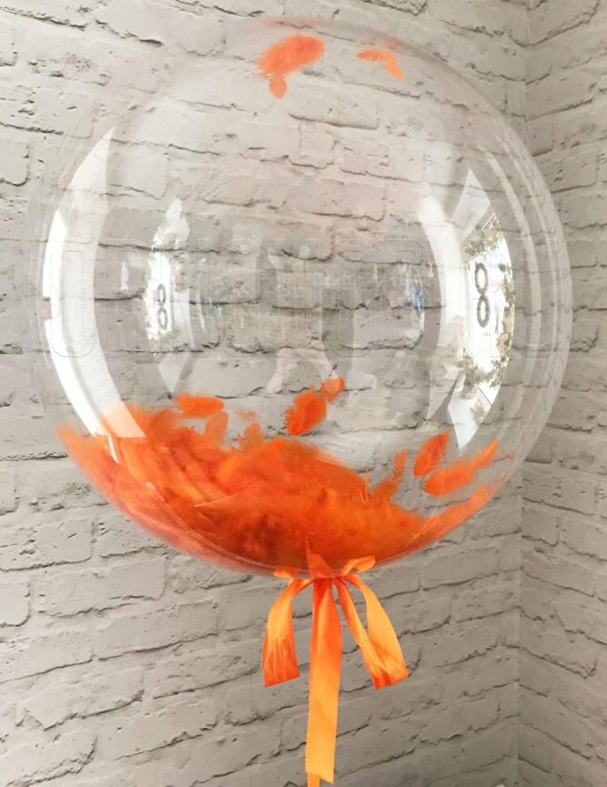 Прозрачный шар Bubble с оранжевыми перьями 61 см.